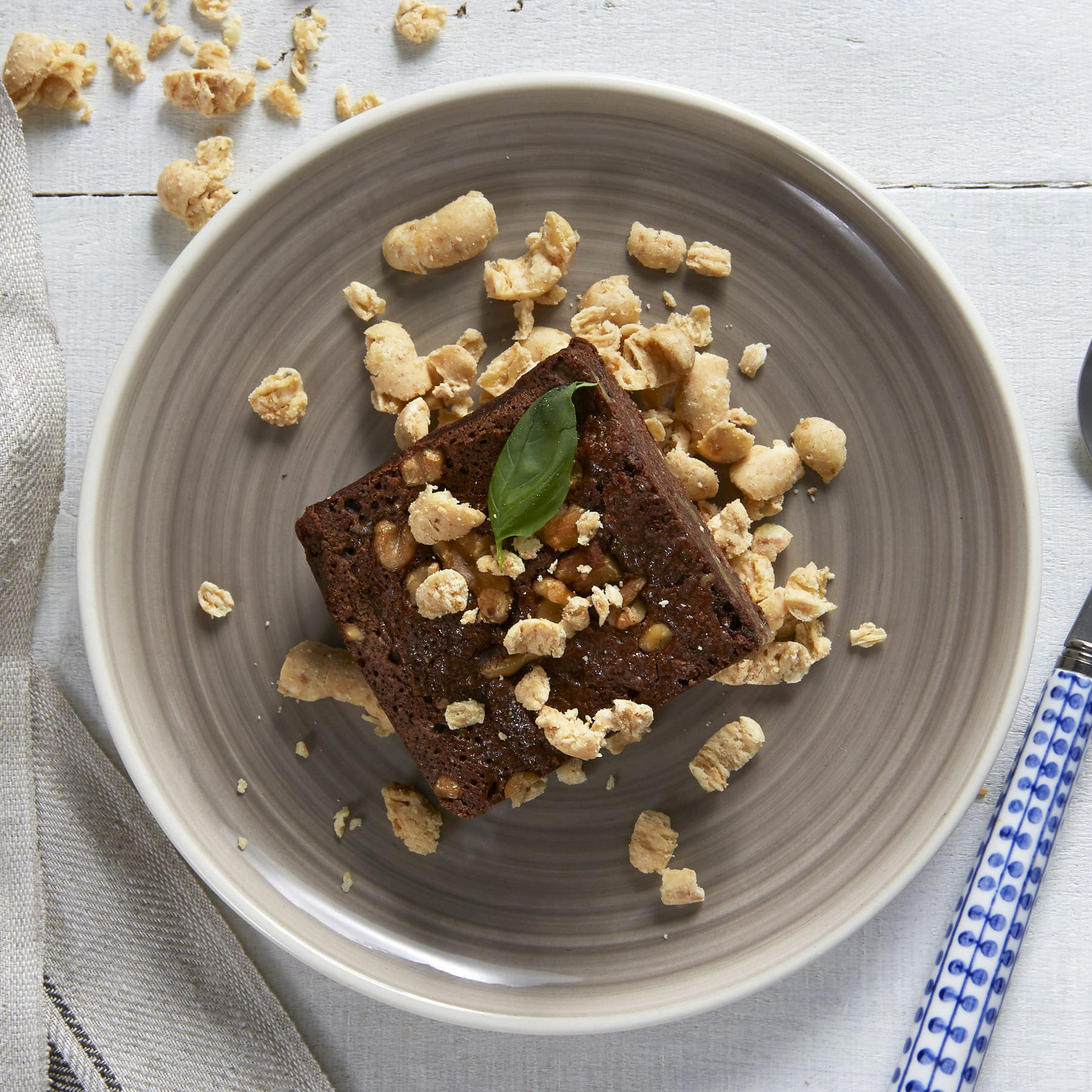 Brownie con crumble de chocolate blanco